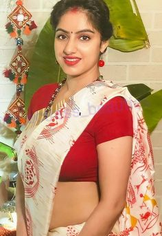 Beautiful Girl In India, Beautiful Women Over 40, Beautiful Blonde Girl, Most Beautiful Indian Actress, Beautiful Actresses, Beautiful Saree, Beautiful Roses, Indian Actress Images, Indian Girls Images