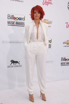 Loving the all white outfit!