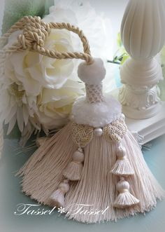Iさまのツインオニオンとミンクファータッセル の画像|カルトナージュとタッセル TiAMo 奈良 Embroidery On Clothes, Silk Ribbon Embroidery, Diy Tassel, Tassel Jewelry, How To Make Tassels, Bead Sewing, Yarn Wall Hanging, Passementerie, Polymer Clay Flowers
