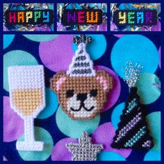 ★ ★ ★ Time to PARTY (with a cute little bear)! New Year's Crafts, Crafts To Make, Holiday Crafts, Diy Crafts, Plastic Canvas Crafts, Plastic Canvas Patterns, New Year Celebration, Winter Theme, Hostess Gifts