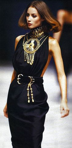 CHRISTY TURLINGTON Gianni Versace Show S/S 1990                                                                                                                                                                                 More