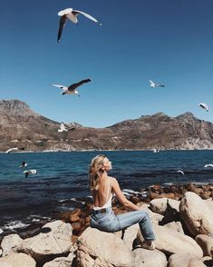 Hairstyles and Beauty: The Internet`s best hairstyles, fashion and makeup pics are here. Photography Beach, Editorial Photography, Disney Instagram, Instagram Ideas, Landscape Illustration, Illustration Art, Life Is Beautiful, Strand, Summer Vibes
