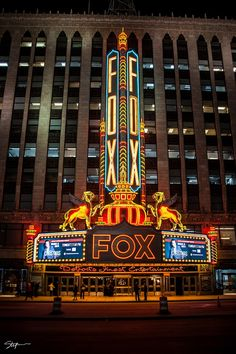 Fox Theatre at night with new LED lights in Downtown Detroit Old Neon Signs, Vintage Neon Signs, Old Signs, Detroit History, Art Deco, Detroit Michigan, Metro Detroit, Signage Design, Concert Hall