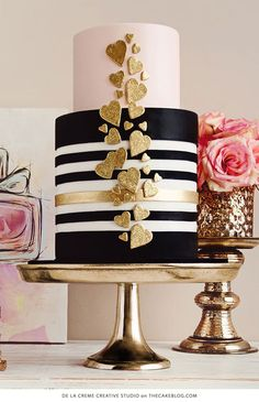 Black and gold modern wedding cake design featuring stripes and hearts Gorgeous Cakes, Pretty Cakes, Amazing Cakes, Fondant Cakes, Cupcake Cakes, Fondant Tips, Decoration Patisserie, Valentine Cake, Valentines