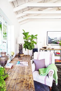 Tour the Most Relaxing Backyard Retreat We've Seen My Living Room, Home And Living, Living Spaces, Style At Home, Home Interior, Interior And Exterior, Backyard Retreat, Backyard Makeover, Home Fashion