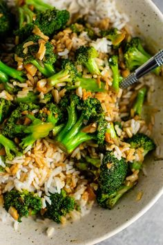 Healthy Dinner Recipes: One of my favorite broccoli recipes! This vegetarian garlic broccoli stir fry recipe is ready in just 10 minutes. Serve this easy vegan recipe over your favorite rice for a quick weeknight dinner. Stir Fry Recipes, Vegan Recipes Easy, Healthy Dinner Recipes, Asian Recipes, Vegetarian Recipes, Vegan Vegetarian, Sauce Recipes, Asian Foods, Chinese Recipes