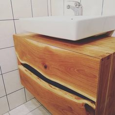 "Gefällt 60 Mal, 0 Kommentare - Simon Muth (@simsotrom) auf Instagram: ""#furniture #handmade#tischler #handcut #handcutdovetails #woodworking #dovetail #dovetailjoint…"" Vanity, Furniture, Bathroom, Instagram, Home, Author, Wood Joints, Carpenter, Projects"