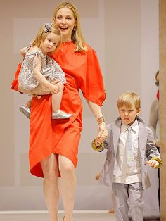 Kelly Rutherford Granted Sole Custody of Her 2 Children http://www.people.com/article/kelly-rutherford-granted-sole-custody-children