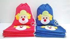 Sacolinha Surpresa -Palhaço <br>Feita no tecido 100% algodão com aplique em feltro <br>Tamanho: 20x25 cm <br>Faz-se em outros tamanhos (consultar valor) e em outras cores.