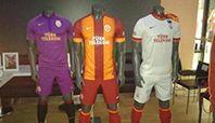 Galatasaray'ın 2014-2015 sezonunda giyeceği üç formanın fotoğrafları sosyal medyada hızla yayılmaya başladı.