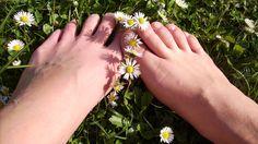 Fünf Tipps bei eingewachsenen Fußnägeln  Tipp eins: Zu enges Schuhwerk und hohe Absätze vermeiden. Sind die Schuhe zu klein, zu eng oder zu schmal, entsteht Druck auf die Zehen. Vor allem Schuhe, die ein feuchtwarmes Klima schaffen, führen dazu, dass der Nagel sich in den Nagelwall schiebt. Durch die vermehrte Bakterienbildung können Entzündungen entstehen. Aber auch Schuhe mit hohen Absätzen führen oft dazu, dass Betroffene unter ihren eingewachsenen Nägeln leiden.