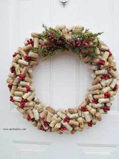 Christmas Crafts For Adults, Christmas Wine, Diy Christmas Wreaths, Christmas Decorations Diy Crafts, Diy Ornaments, Handmade Decorations, Xmas, Wine Craft, Wine Cork Crafts