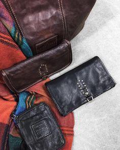 B a c k  in S t o c k  Justo a tiempo! Si aún estás pensando en qué pedirle a los Reyes Magos no olvides que tenemos las últimas unidades disponibles de carteras y billeteros Campomaggi. No te quedes sin el tuyo!  . . . #brussosa #campomaggi #christmas  #regalabrussosa #bag #leather #leathergoods #bolso  #style #streetstyle #barcelona #shopping #shoplocal #slowfashion #handmade #madeinspain #handmadebag #oneofakind #original #exclusive #black #winter #バルセロナ  #レザーバッグ