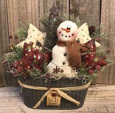 me ~ 41 Affordable Winter Christmas Decorations Ideas Primitive Christmas Crafts, Prim Christmas, Diy Christmas Ornaments, Christmas Projects, Winter Christmas, Holiday Crafts, Vintage Christmas, Christmas Wreaths, Primitive Snowmen
