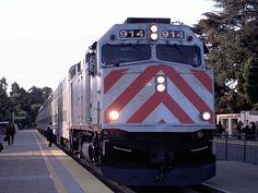 Caltrain at Palo Alto Stn. 2000.10.24 http://myrail.la.coocan.jp/america/2000.10_2001.05caltrain/caltrain-e.htm