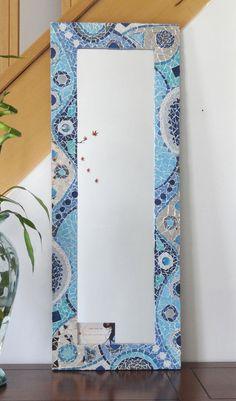 Pièce unique ! MIROIR MOSAIQUE 'L'ARCTICA ' Mosaic Vase, Mosaic Flower Pots, Mosaic Wall Art, Mirror Mosaic, Mosaic Tiles, Mosaic Crafts, Mosaic Projects, Mosaic Designs, Mosaic Patterns