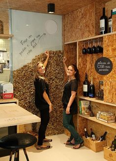 Entertainment Discover a wine cork WALL? Deco Restaurant, Restaurant Design, Restaurant Ideas, Cork Wall, Wine House, Wine Wall, Tasting Room, Wine Storage, Cafe Design