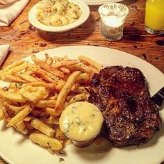 Steak and chips. You can't beat it  by @riavalerio #steak #chips #foodporn #nottinghill #foodstagram #eeeeeats #instafood #igdaily #londoneating http://hauteaudio.com