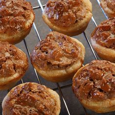 Miniature pecan pies: the perfect Thanksgiving dessert for big families