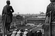 1938 Blick vom Stadtschloss auf einen Aufmarsch der NSDAP am 1.Mai