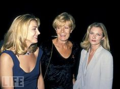 Mother and Daughters Natasha Richardson (left), Vanessa Redgrave, and Joely Richardson. Joely Richardson, Natasha Richardson, Liam Neeson, British Actresses, Actors & Actresses, Hollywood Stars, Old Hollywood, O Film, Vanessa Redgrave
