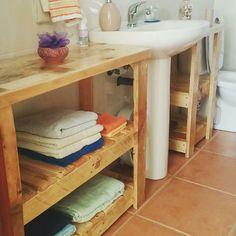 Mueble para aseos . Pallet Furniture, Window Boxes, Yurts, Wood, Wood Pallet Furniture, Old Pallets