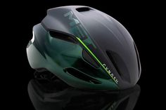 MET Helmets have released a special edition MANTA helmet with Mark Cavendish Having analyzed the specifics of the MANTA, our most aerodynamic road helmet, we noticed a natural symbiosis with the ri… Sport Bike Helmets, Cycling Helmet, Bicycle Helmet, Uci World Tour, Pro Bike, Bike Tools, Bike Equipment, Bicycle Brands, Bike Wear