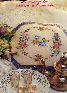 """Милые сердцу штучки: """"Вышитые подушки в интерьере в стиле Le idee di Susanna"""""""