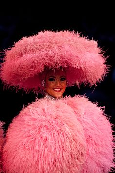 Une Bluebelle Girl rayonnante de bonheur.  SO many Ostrich Feathers!!!  Extraordinary!!!