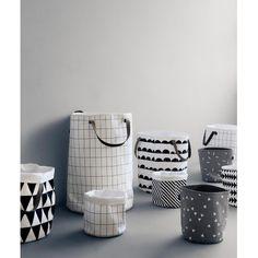 Panier à linge noir et blanc par @fermliving chez Pure Deco