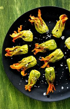 Zucchini Blossoms With Burrata and Tapenade Recipe Zucchini Flowers, Zucchini Blossoms, Fruits And Veggies, Vegetables, Cooking Recipes, Healthy Recipes, Tapenade, Antipasto, Vegan Dishes