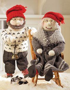 Det store, hyggelige nissepar er i rigtig bedsteforældrestil med strikket tøj og tilbehør