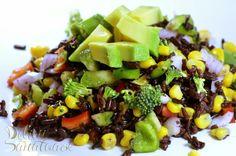 Reteta culinara Salata cu orez negru din categoriile Mancaruri cu legume si zarzavaturi, Retete de post, Retete vegetariene, Salate, Salate, Salate. Cum sa faci Salata cu orez negru Fruit Salad, Cobb Salad, Healthy Salad Recipes, Healthy Food, Risotto, Food And Drink, Veggies, Vegan, Cooking