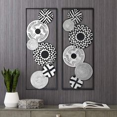Black and White Discs 35 High Metal Wall Art Set of 2 is a quality for your ideas. Modern Metal Wall Art, Abstract Metal Wall Art, Canvas Wall Art, Metal Art, Wall Art Sets, Wall Art Decor, Room Decor, Cardboard Furniture, Kid Furniture