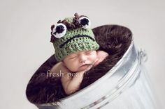 I am so going to do this! This is soooo cute! Always was a grouch fan! Newborn Photography Props, Photography Backdrops, Children Photography, Family Photography, Photography Ideas, Newborn Pictures, Baby Pictures, Baby Photos, Newborn Pics