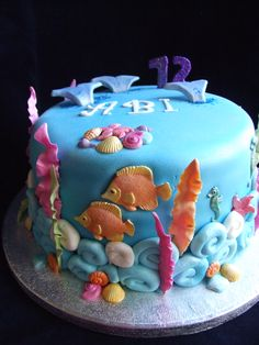 Under the sea cake of fishes