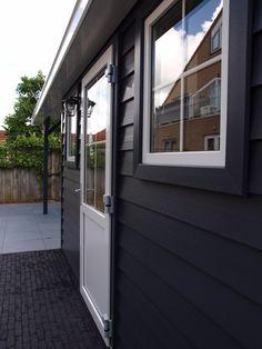 Kunststoff Gartenhaus Verona mit Veranda oder kleinem Dachüberstand.  In Abmessung und Ausführung variabel.