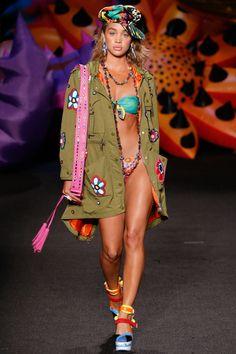 Moschino spring 2017 menswear fashion show jasmine sanders