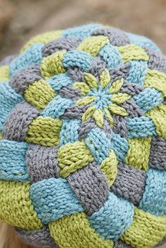 Entrelac knitting with verigated yarn | Huckleberry Hat