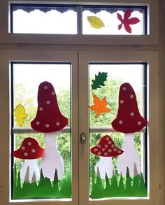 Learn how to make easy and fun Spring crafts for kids - all you need are a few supplies you can buy at your local dollar store Spring Crafts For Kids, Autumn Crafts, Art For Kids, Fall Halloween, Halloween Crafts, Decoration Creche, School Decorations, Window Art, Stone Painting