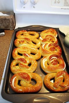 1 cups warm to 115 degrees F) water 1 tablespoon sugar 2 teaspoons kosher salt 1 package active dry yeast 22 ounces all-purpose flour, approximately 4 cups 2 ounces unsalted butter, melted Vegetable oil, for pan 10 cups water cup baking s Homemade Soft Pretzels, Pretzels Recipe, Homemade Pretzel Recipe Without Yeast, Easy German Pretzel Recipe, I Love Food, Good Food, Yummy Food, Snack Recipes, Cooking Recipes