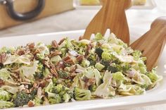 Broccoli Pasta Salad takes all of your favorite broccoli salad ingredients and takes them up a notch. Slaw Recipes, Pasta Salad Recipes, Healthy Recipes, Cold Pasta Sides, Sunflower Seed Recipes, Sunflower Seeds, Pasta With Mayonnaise, Broccoli Pasta Salads, Chopped Salad