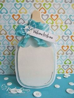 Cricut baby card - baby bottle shaped card with button and ribbon. Baby Boy Cards, New Baby Cards, Baby Shower Cards, Ideas Paso A Paso, Moldes Para Baby Shower, Tarjetas Diy, Karten Diy, Baby Shower Invitaciones, Shower Bebe
