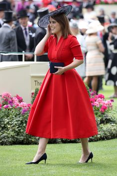 Princess Eugenie of York is seen in the Parade Ring as she attends Royal Ascot 2017 at Ascot Racecourse on June 2017 in Ascot, England. Kate Middleton, Windsor, Ascot Outfits, Royal Family Pictures, Eugenie Of York, British Royal Families, British Family, Queen Outfit, Duchess Of York