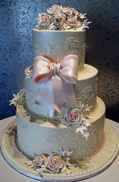 Baroque cake done in platinum and pale pink, with rosettes....Fabulous