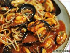 Mussels with bean sprouts Korean Dishes, Korean Food, K Food, Food Art, Food Decoration, Daily Meals, Asian Recipes, Food Inspiration, Great Recipes