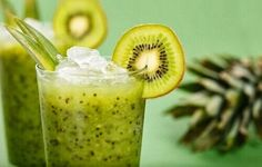 Brain-Boosting Green Tea & Kiwi Smoothie - Your brain does so much for you, so why not do a little something in return? Your brain will love this green tea and kiwi smoothie that's packed with antioxidants and other brain-healthy nutrients. Kiwi Smoothie, Smoothie Legume, Green Smoothie Recipes, Smoothie Drinks, Healthy Smoothies, Healthy Drinks, Healthy Snacks, Smoothie Cleanse, Healthy Eating