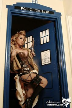 Sexy Steampunk in a Tardis...???? If you don't like this....well, how can you not? http://steampunk-girl.tumblr.com/