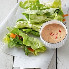 Vietnamesische Salatröllchen mit scharfer Erdnusssauce Rezept | Küchengötter