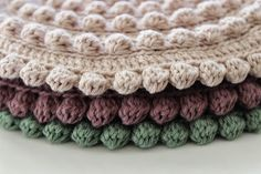 filihunkat: Hæklede grydelapper Crochet Potholders, Crochet Motif, Crochet Stitches, Knit Crochet, Crochet Patterns, Crochet Stars, Crochet Decoration, Crochet Books, Beautiful Crochet